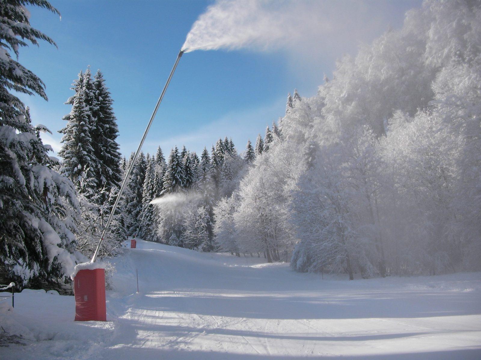 canon à neige sur la piste Doïna