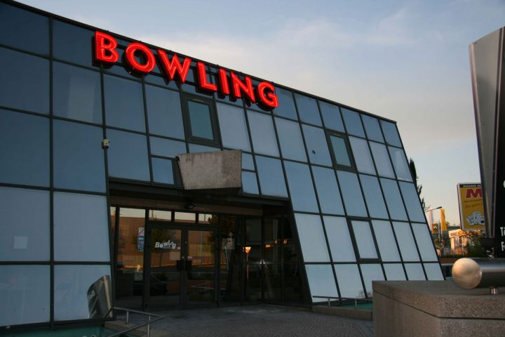 Extérieur – Bowling