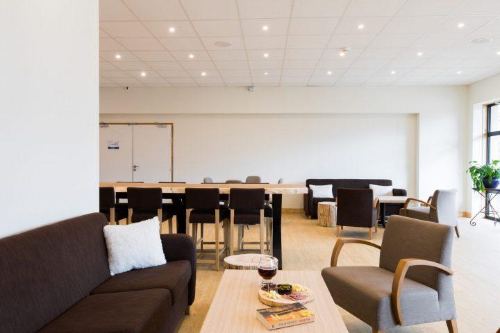 Le Bérouze nouveau salon moderne et spacieux