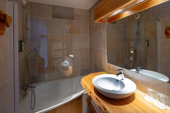 Salle de bain chambre twin bâtiment annexe